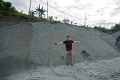 Dr. Benny Yeong with powdered basalt at Pengusaha Onika Quarry, Tawau